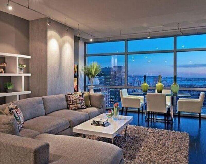 tapete felpudo cinza para sala integrada com sala de jantar Foto Amanda Forte - Arquitetura e Interiores