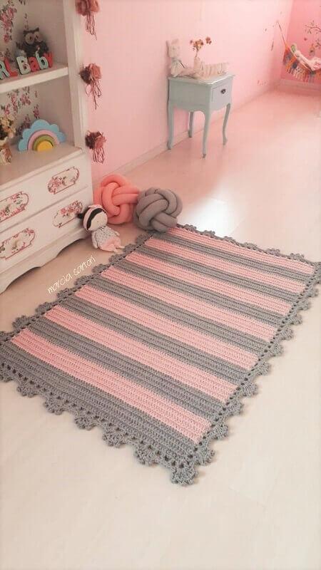 tapete rosa e cinza listrado para quarto de bebê Foto Elo 7