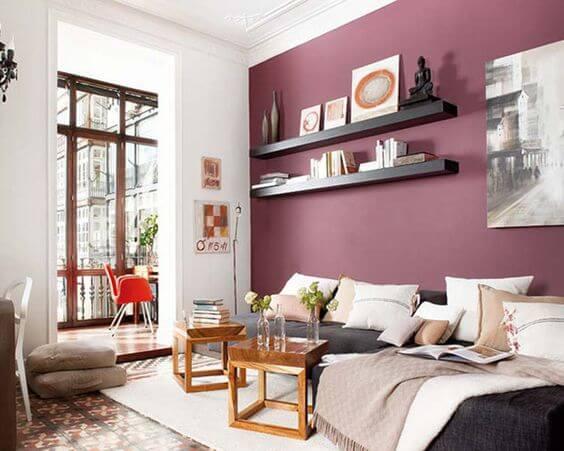 tinta cor marsala pode ser a escolha perfeita para combinar com um sofá cinza