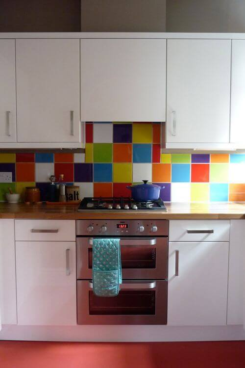 Tinta para azulejo colorido para pintar sua cozinha