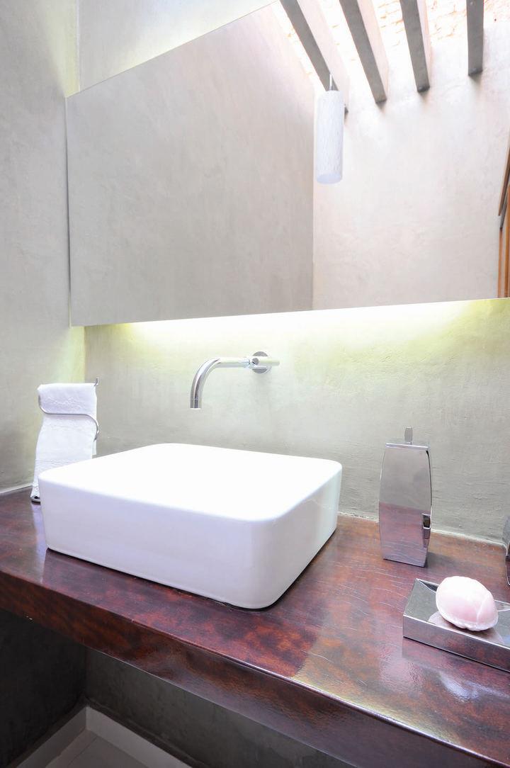 toalha de lavabo - lavabo com espelho iluminado