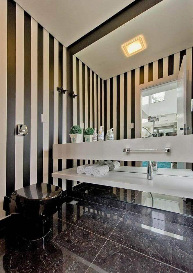 toalha de lavabo - lavabo com papel de parede preto e branco