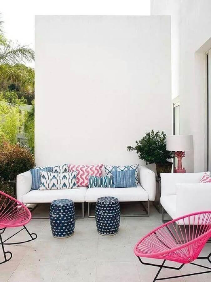 varanda decorada com sofá branco de couro Foto Boho Deco Chic