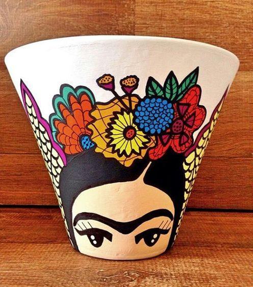 vaso de barro - vaso com desenho de Frida Kahlo