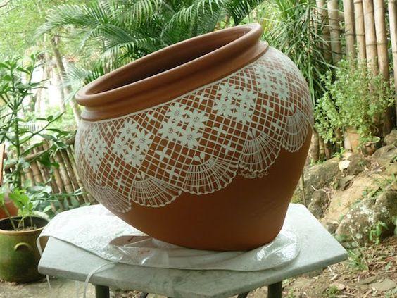 vaso de barro - vaso com detalhes que imitam renda