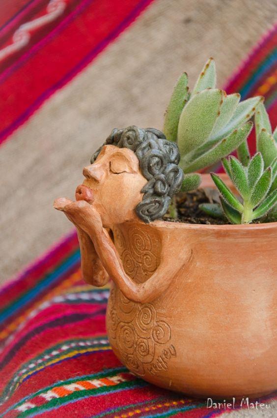 vaso de barro - vaso de barro com pequena escultura