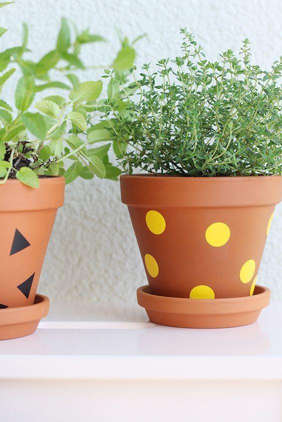 vaso de barro - vaso de plantas com bolinhas amarelas
