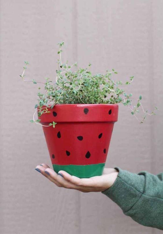 vaso de barro - vaso desenhado com melancia