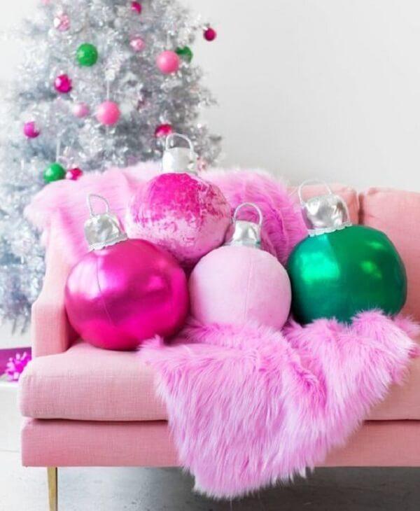 Almofadas de Natal com design criativo encantam a decoração do espaço