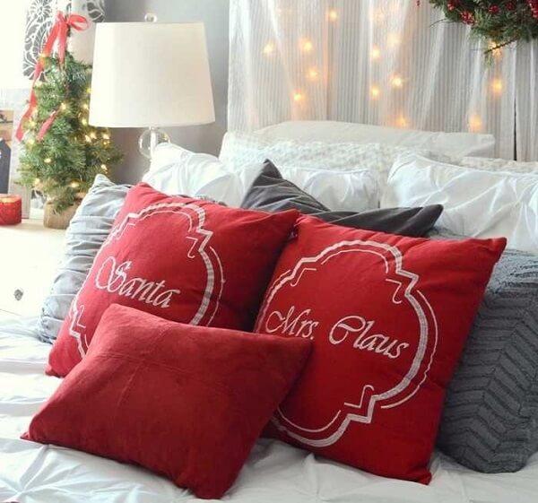 Entre no clima e decore o quarto com almofadas de Natal