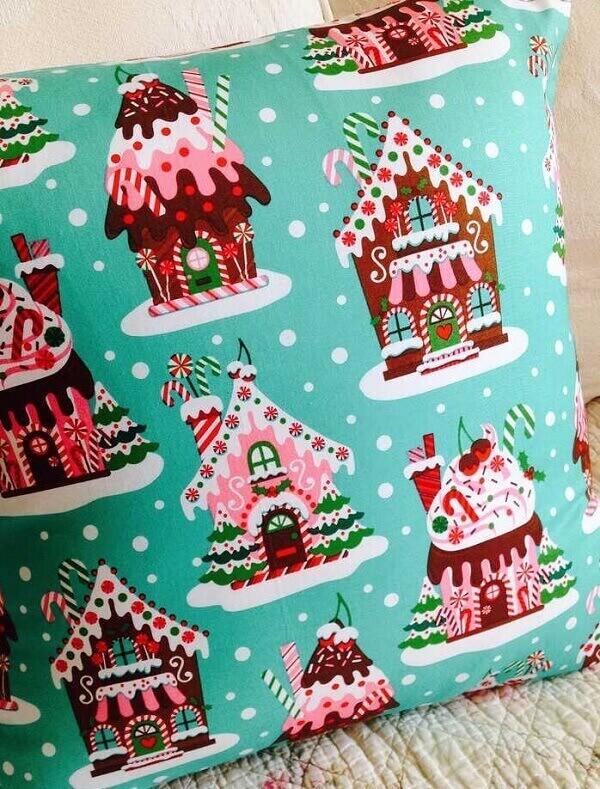 Decore com alegria investindo em almofadas de Natal com estampas coloridas