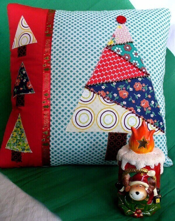 Retalhos de tecido foram incorporados na estrutura das almofadas de Natal
