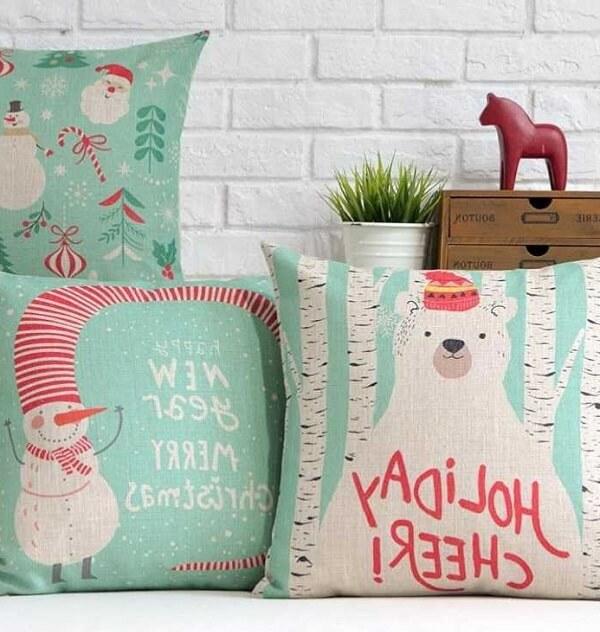 Almofadas de Natal com estampas em tom claro