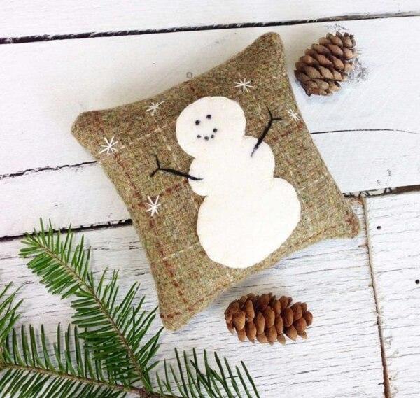 Decore seu espaço com almofadas de Natal com design rústico