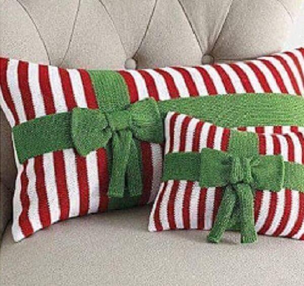 Almofadas de Natal em tons de vermelho, branco e verde