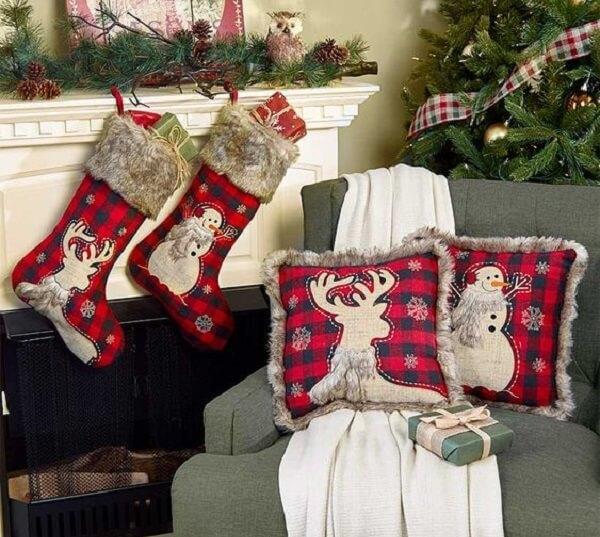 Almofadas de Natal estampadas com desenho de boneco de neve e alce