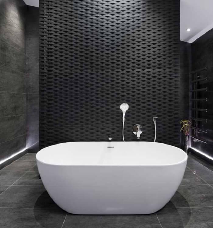A placa de gesso 3D deve receber tratamento adequado para ser fixado no banheiro, devido a umidade do local