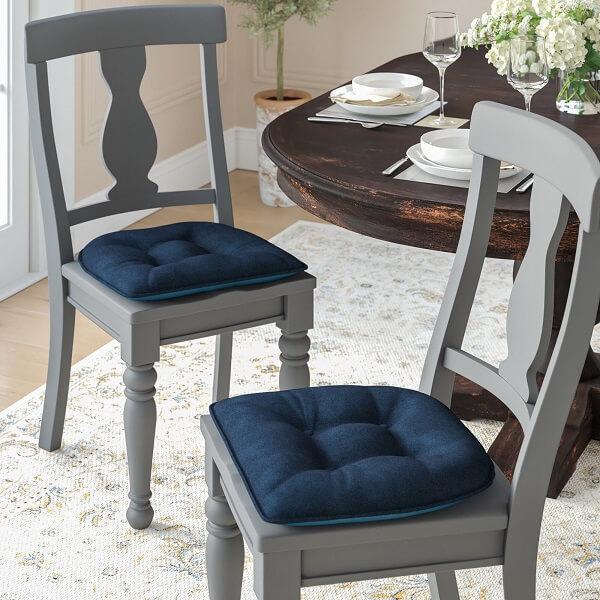 Almofadas para cadeiras de jantar em tom azul
