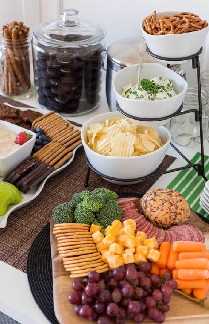 Aperitivos simples complementam sua festa Chá Bar