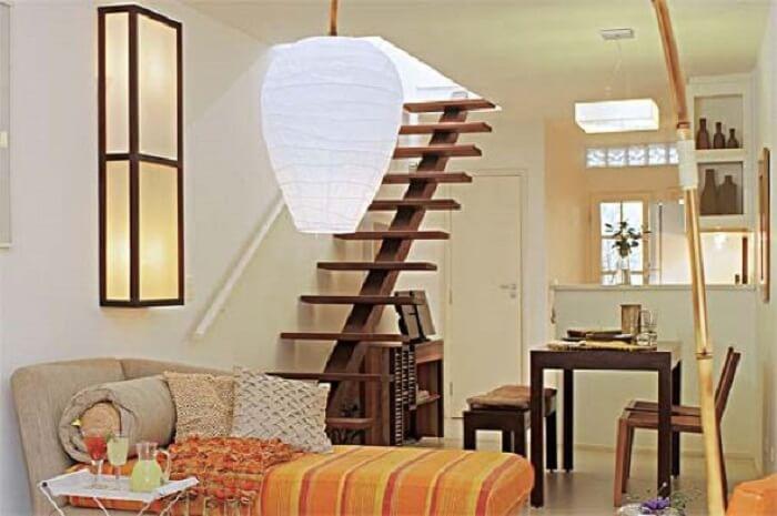 Sala com escada flutuante pode ser muito aproveitadas em casas pequenas