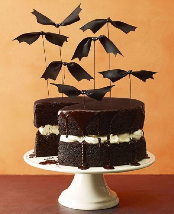 Bolo simples de Halloween com morcegos
