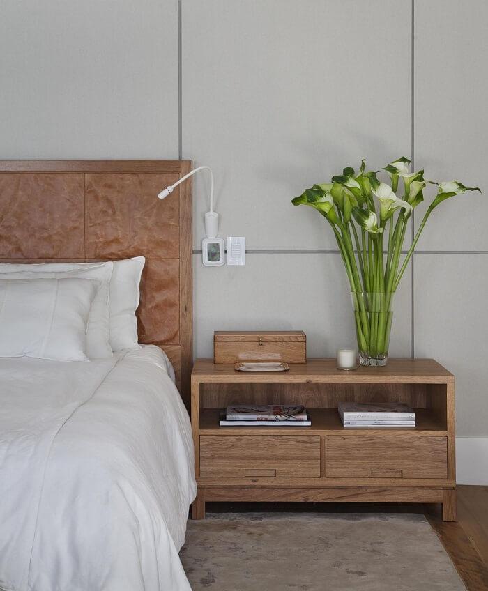 Cabeceira e criado mudo moderno de madeira com gavetas