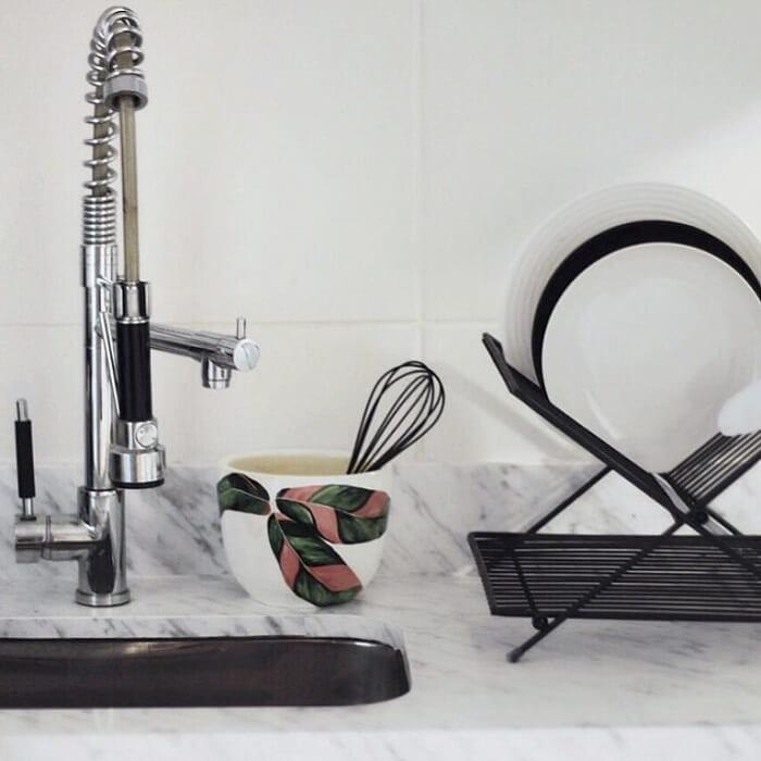 Combine as cores da cozinha com sua torneira gourmet