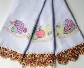 Combine as cores do seu pano de prato bordado com a sua cozinha