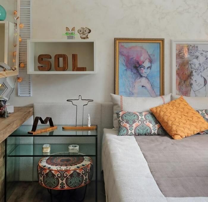 Criado mudo moderno com vidro para decoração do quarto