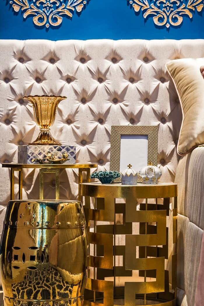 Criado mudo moderno e mesa de canto dourada