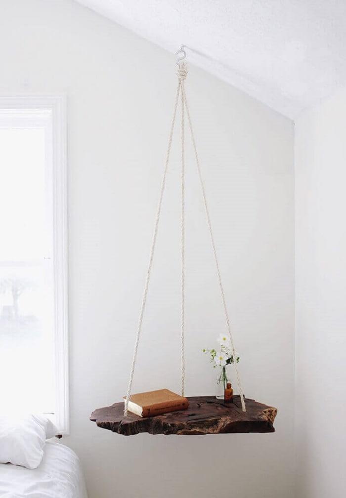 Criado mudo moderno feita em madeira e suspenso com cordas