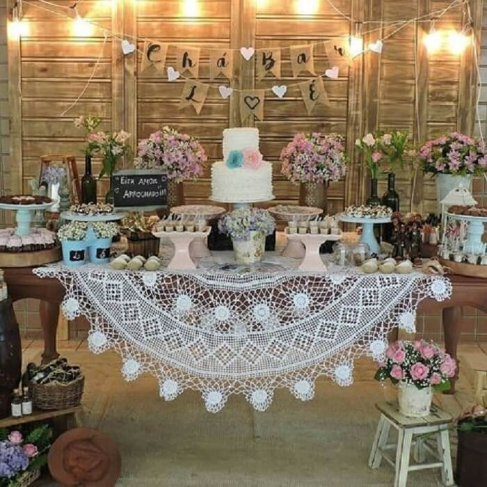 Decoração de festa Chá Bar seguindo o estilo rústico