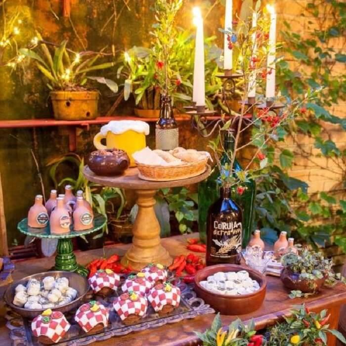 Decoração de festa Chá bar com doces e candelabro