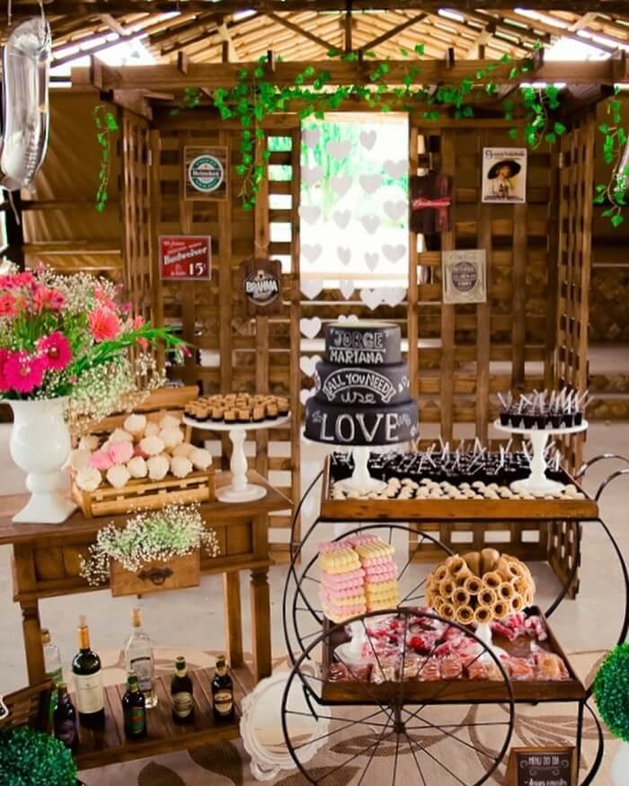 Decoração de mesa Chá Bar com estrutura de madeira