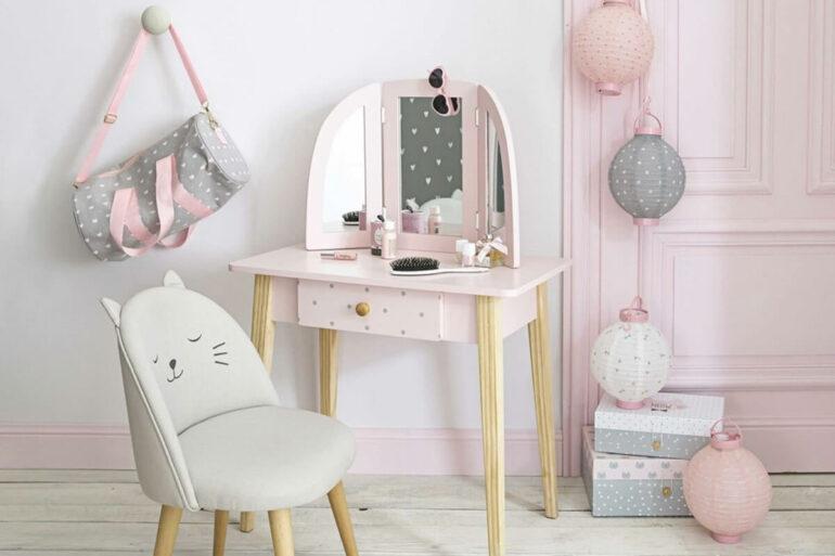 Decoração delicada com cadeira e penteadeira infantil Foto Pinterest
