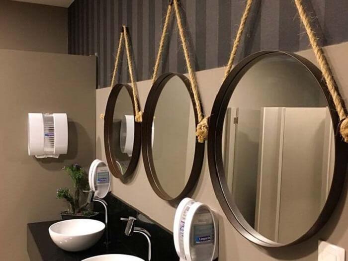 Design metálico para a moldura para espelho redondo de banheiro