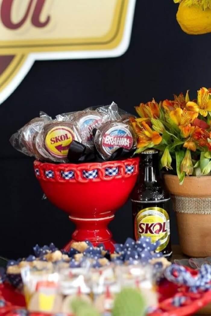 Docinhos e pirulito de chocolate para festa Chá Bar