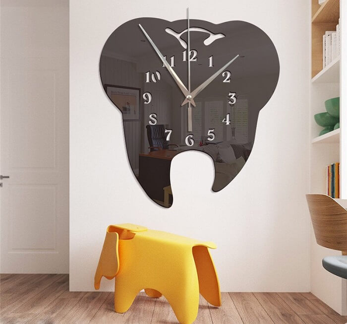 Espelho e relógio de parede criativo fixado no quarto das crianças
