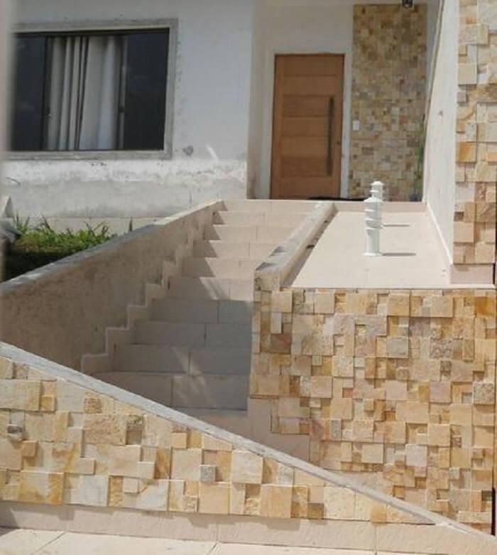 Fachada de casa feira com pedra São Tomé