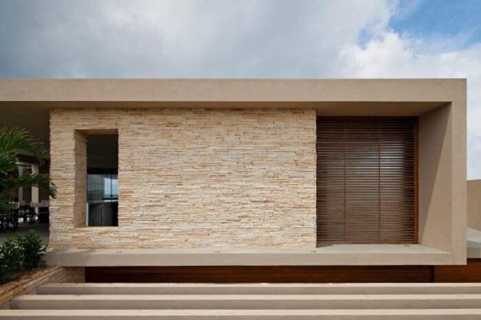 Fachada de casa feita com pedra São Tomé