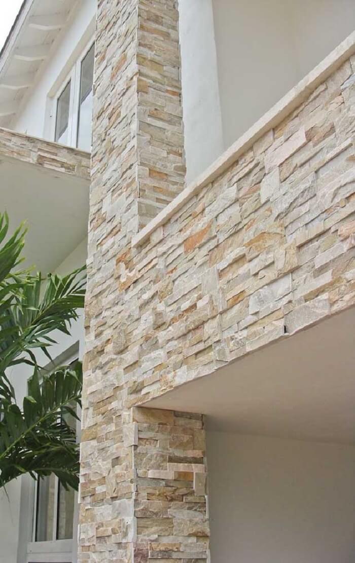 Fachada de casa revestida com a pedra São Tomé