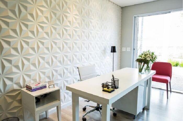 Home office clean com parede feita em placa de gesso 3D