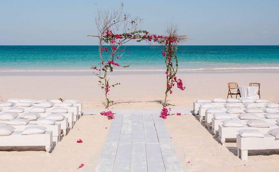 Ideia de decoração mini wedding na praia Foto Kallima Photography