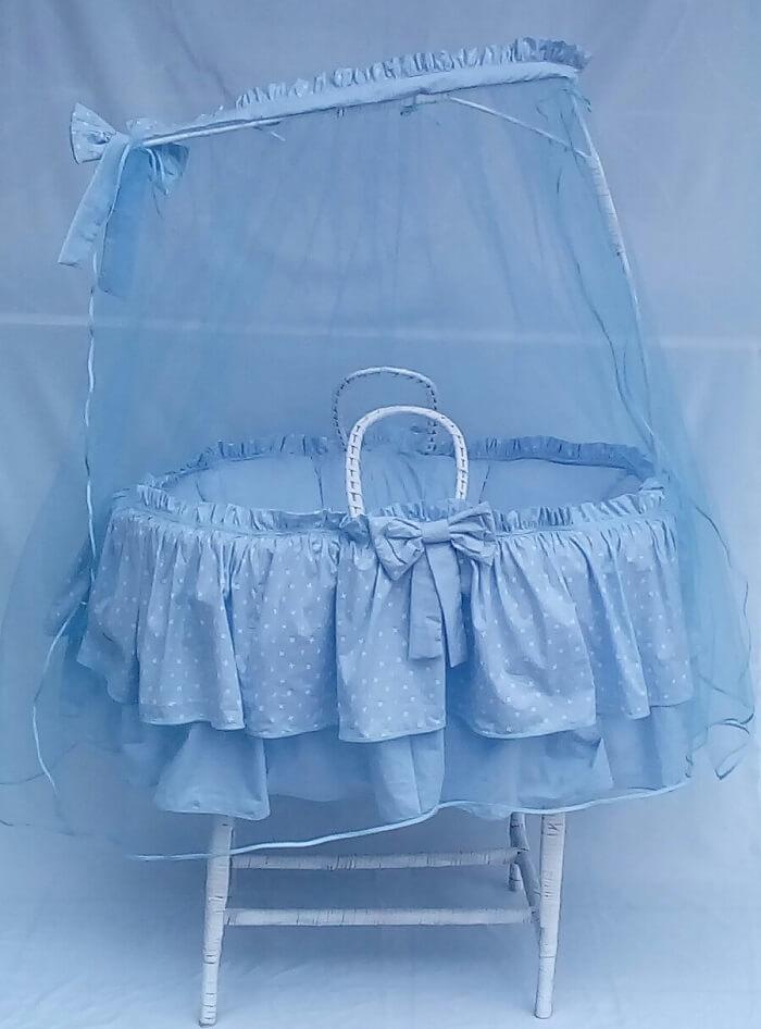 Kit protetor de berço de vime em tons de azul
