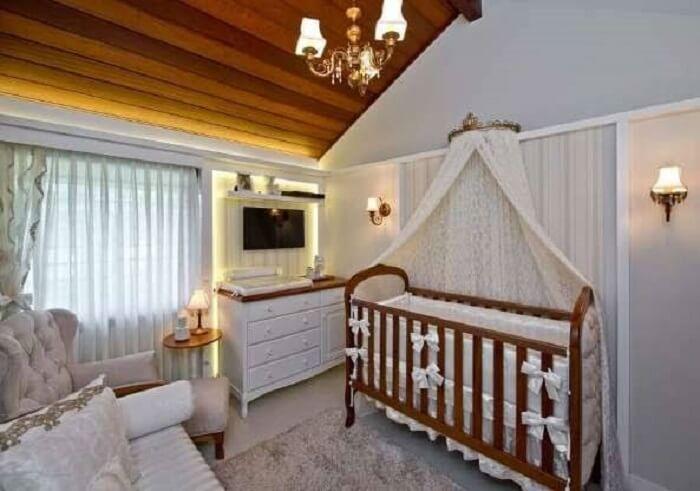Lustre delicado para quarto de bebê