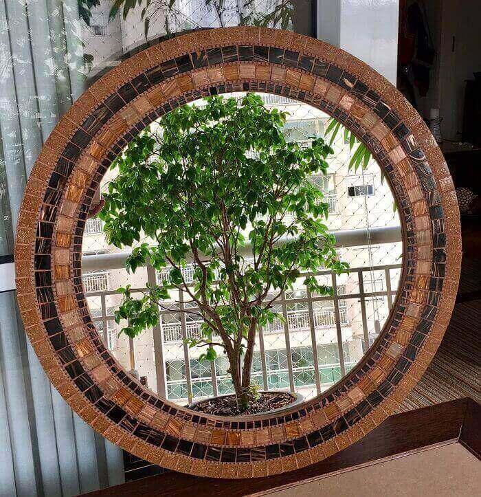 Moldura para espelho feito em mosaico