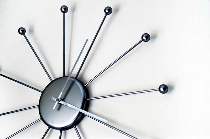 O relógio de parede imprime personalidade e elegância nos ambientes