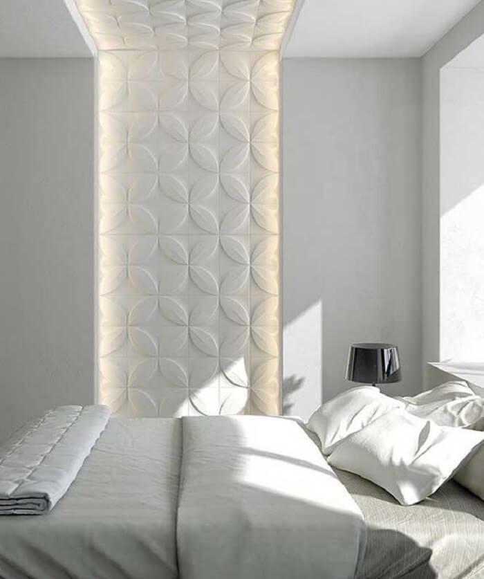 Quarto de casal com parede e teto feito com placa de gesso 3D