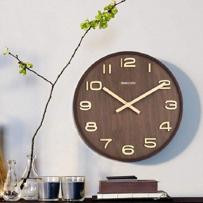 Relógio de parede com design sofisticado