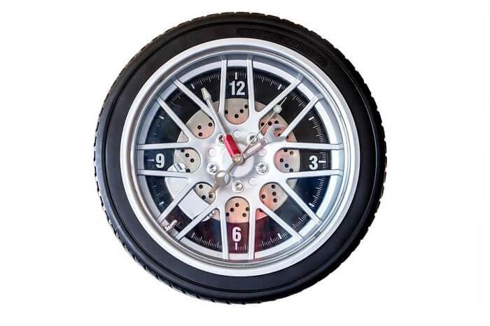 Relógio de parede com design criativo para os amantes de carros